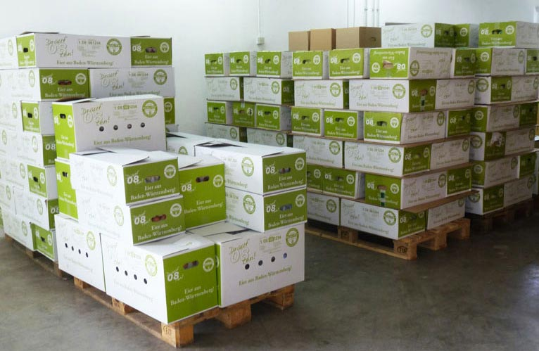 Versandfertig warten die Kisten darauf, an den jeweiligen Markt, Bäcker, Metzger oder Gastronom ausgeliefert zu werden.